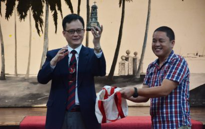 Korean minister-counselor honors English, Business program graduates