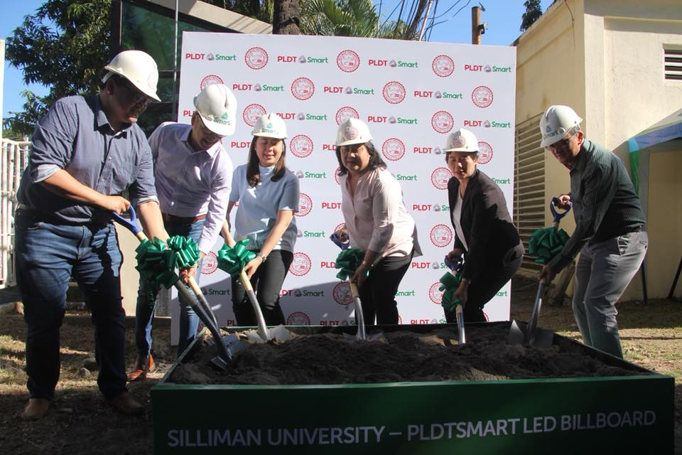 Giant Telco PLDT-Smart Partners with Silliman on LED Billboard on Campus