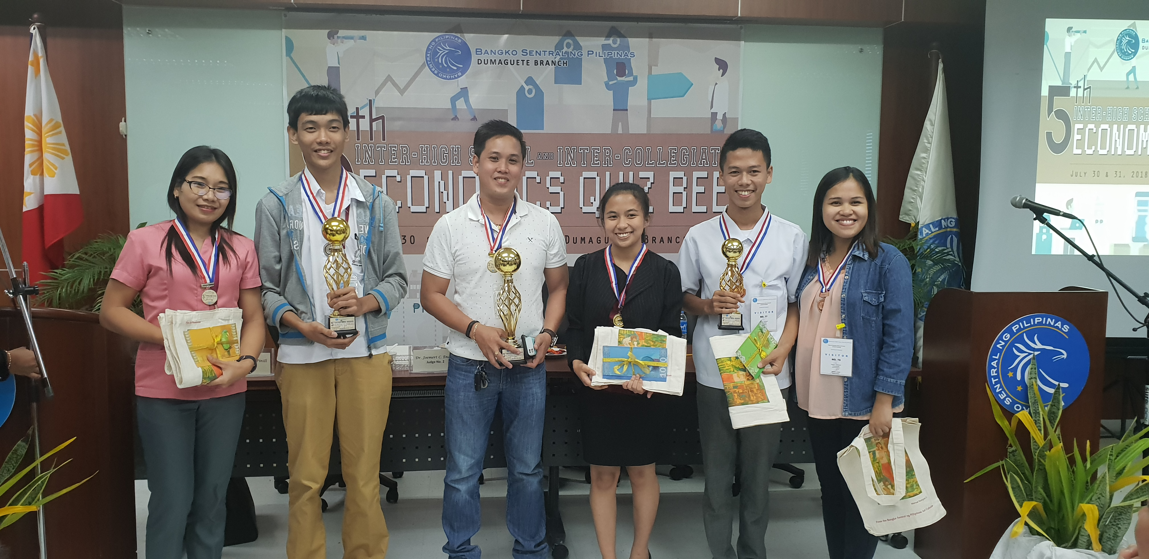 Grade 12 ABM Major is Central Bank Economics Quiz champion