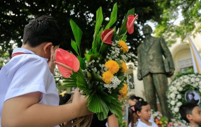 Students honor Hibbards with floral offering