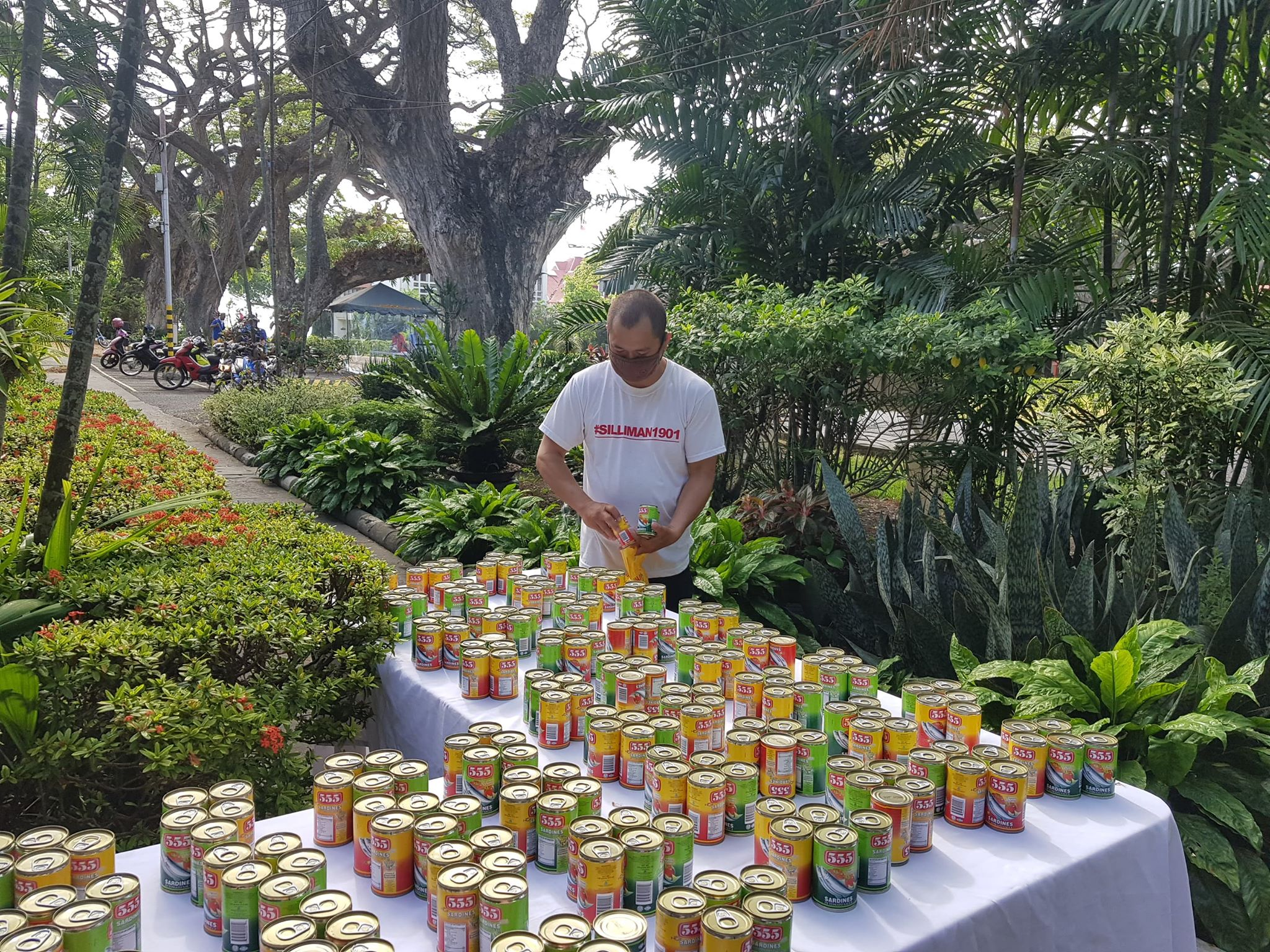 SU distributes rice, canned goods to outsourced personnel