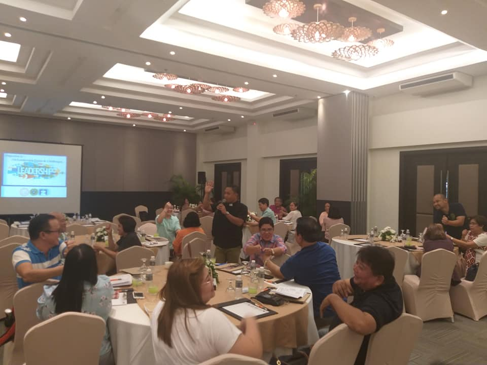 SU concludes leadership training with Bohol mayors, health
